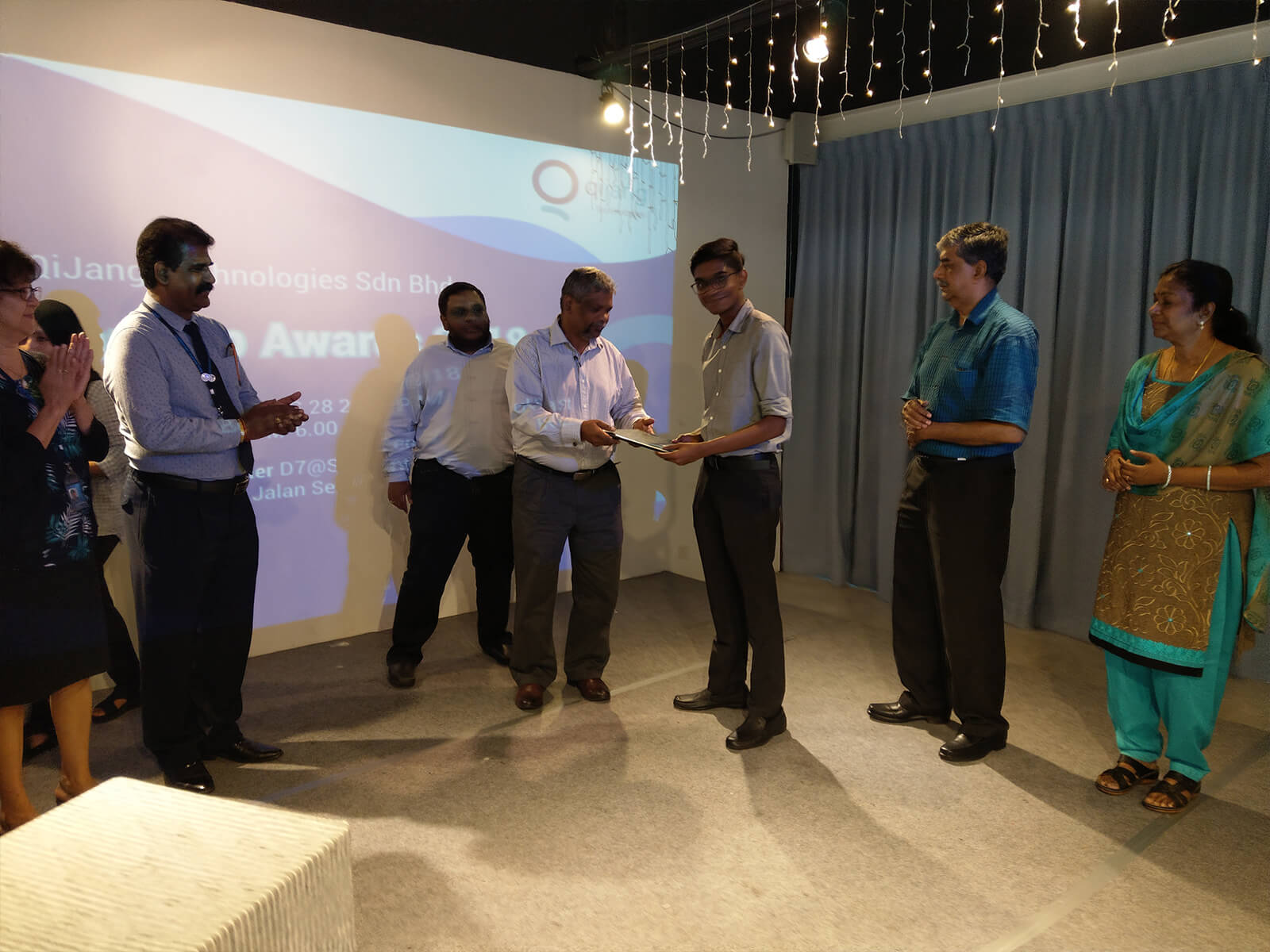 Mr.Subra handing over Scholarship Award Offer Letter to Logan Palaniandy witnessed by APU representatives