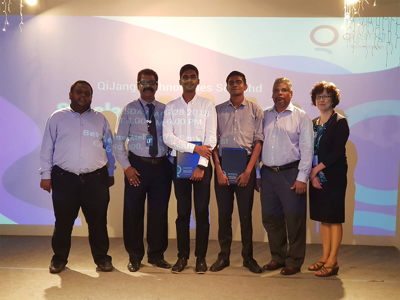 From the left, Mr. Kuhaanand, Chief Technologist, Mr.Visva, representative of APU Malaysia,  Award Receipient Sharma Mogan,  Award Receipient Logan Palaniandy, Mr. Subramaniam, CEO of Qijang Technologies and Miss.Julie representative of APU Malaysia.